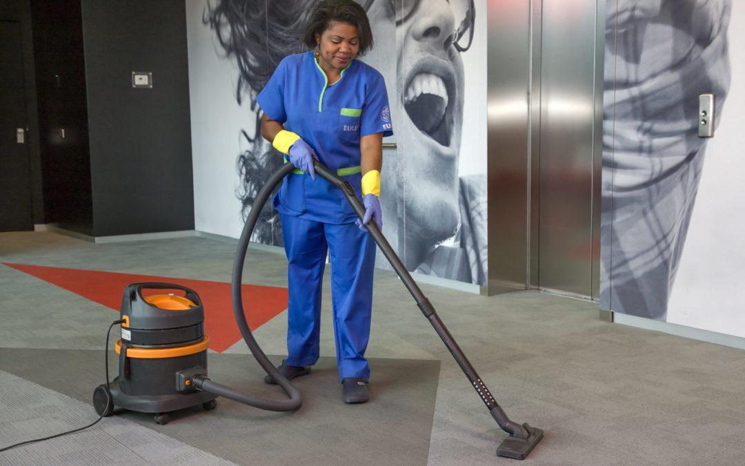 La formación en hábitos posturales y su impacto en la prevención de TME: experiencia en el sector limpieza